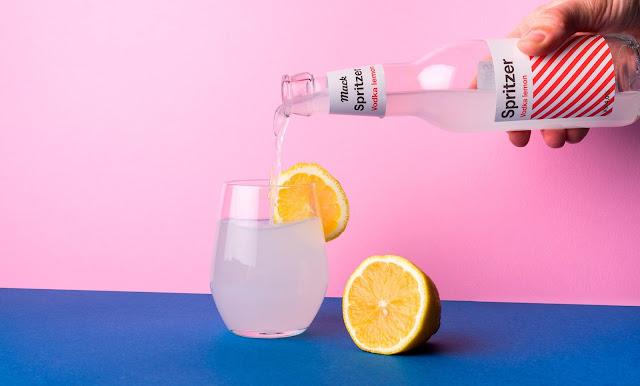 Binh-dung-ruou-Vodka-Mack-Spritze-duoc-thiet-ke-boi-By-North™