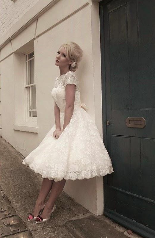 5eb28dd9be29 Romantisk 50-tals klänning i spets - Gudomligt vacker - BalochFest.se