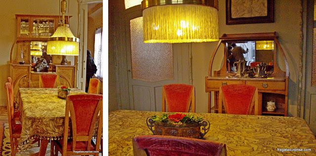 Sala de jantar de um apartamento de La Padrera, Barcelona