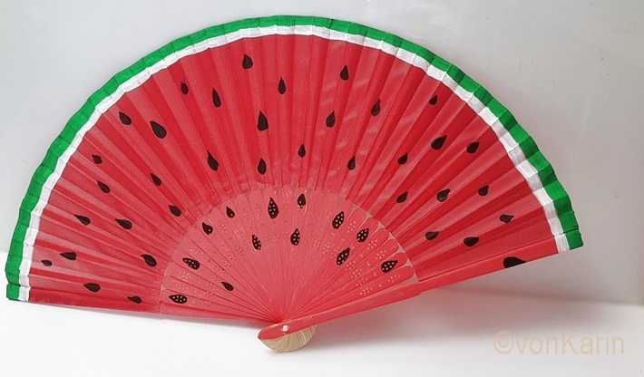 Wassermelonen-Faecher-bemalt-aufgeklappt