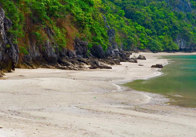 vẻ đẹp hoang sơ trên hoang đảo Mắt Rồng