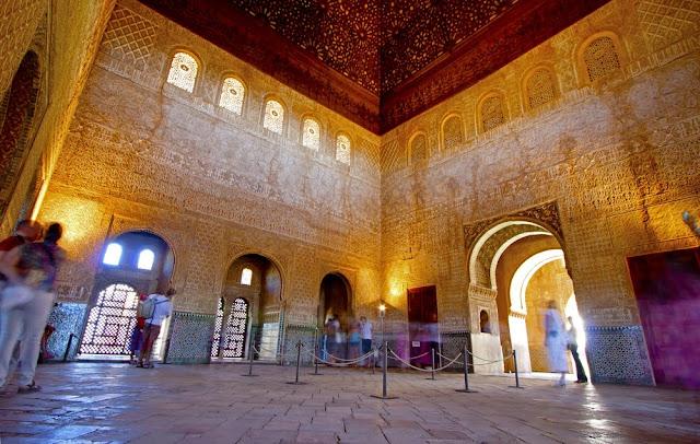 Hati Bergetar Mendengar Adzan setelah 500 Tahun Tak Berkumandang di Istana Al Hambra Spanyol