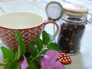 http://www.skanditrend.hu/decoration/pedagogus-ajandek-teas-szett/