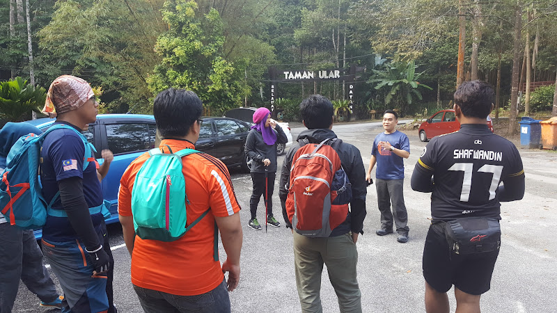 Briefing dan Warm Up sebelum mendaki Gunung Angsi