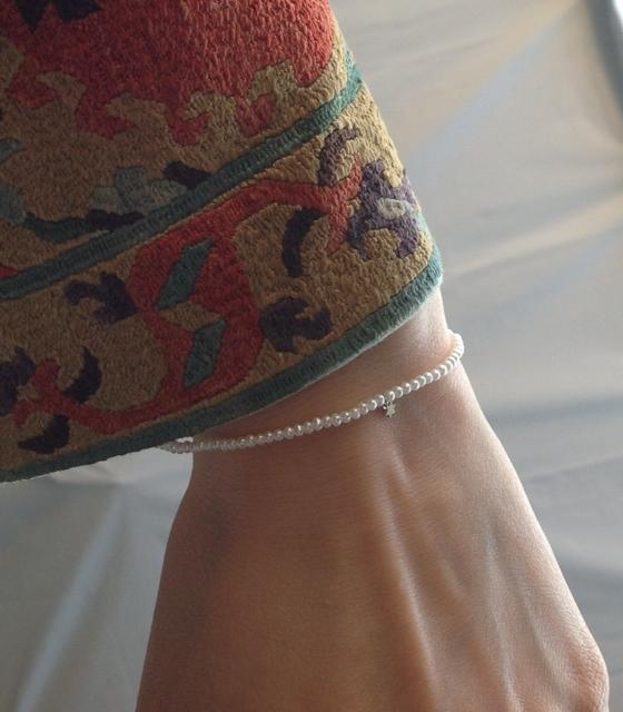 華奢なパールのブレスレット