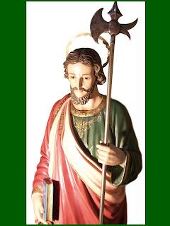 San Judas Tadeo  sosteniendo el hacha en su mano izquierda.