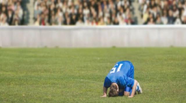 Insolite : Il marque un penalty contre son camp