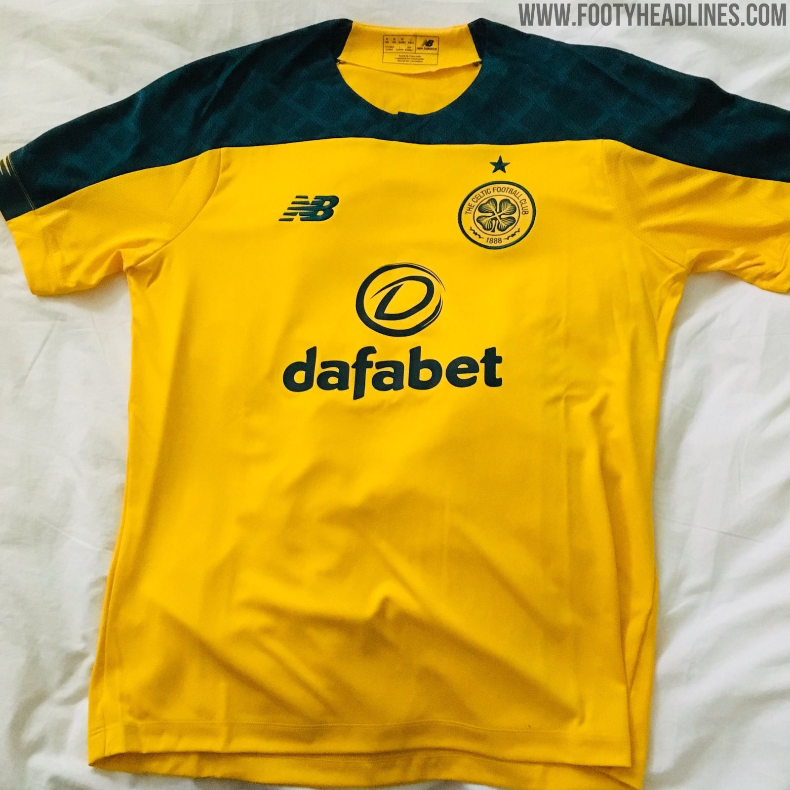 "5f81e46ba ""Celtic's 2019-20 away jersey has the same collar as the new Porto home,  while the shoulders and top of the sleeves is coloured in green with a  subtle ..."