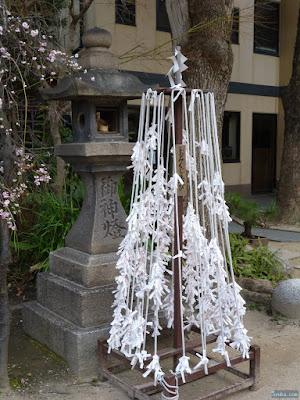 海老江八坂神社おみくじ結び処
