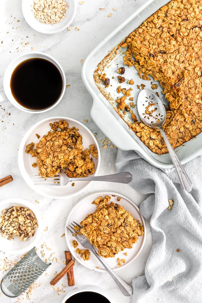 Carrot Cake Oatmeal Breakfast Bake. Need more recipes? Find 21 Easy and Healthy Vegan Oat Recipes To Make Best Weight Loss Breakfast Ever! vegan breakfast oatmeal | easy oatmeal recipes | oatmeal recipes overnight | oatmeal weightloss | oatmeal recipes healthy easy #oats #oat #veganmeal #vegan