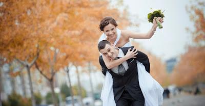 يمارس الكثير من الأزواج علاقتهم الزوجية في كثير من الأحيان بنفس المكان والأسلوب لسنوات عدة دون إجراء أي تغيير أو تعديل لإضفاء نوع من التألق والبريق على حياتهما الزوجية. مما يتجه للعلاقة بين الشريكين نحو السآمة والملل. تغيير الأماكن وأسلوب الممارسة من ضروريات استمرارية توهج العلاقة والجاذبية بين الزوجين. قد تبدو بعض هذه الأفكار غريبة أو غير ذات أهمية بالنسبة لبعض الرجال ولكنها مثيرة ومهمة للغاية بالنسبة لمعظم النساء.