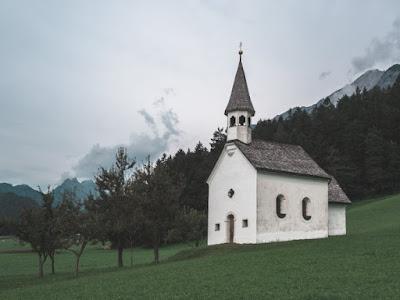 Reflexão: Nossa religião é aquilo que fazemos quando o sermão acaba