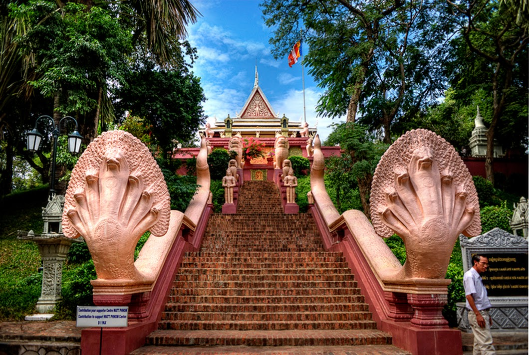 Travelling to Phnom Penh at Vietnamese Tet Holiday with 70 USD | Indochina Highlight