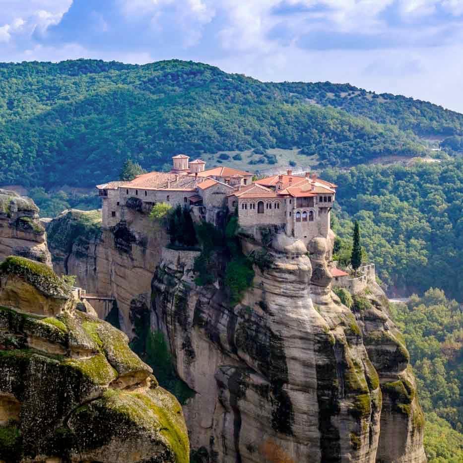 Tu viện Varlaam cheo leo bên vách núi đá