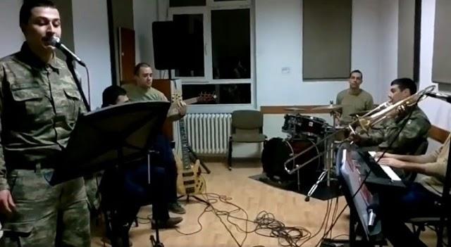 Türkische Soldaten spielen Mazedonisches Volkslied Makedonsko Devojche