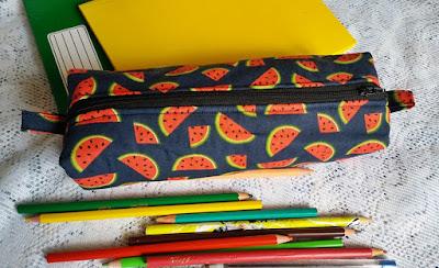 Estojo escolar em tecido com estampa de melancia