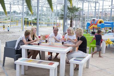 indoor strand tijdens strandvakantie in Nederland