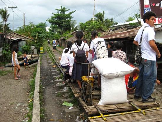 Kart sobre trilhos nas Filipinas