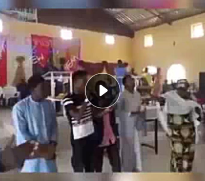 Video : Kalli Bidiyon Yan Shi'a suna rera waka a coci lokacin kirsimati