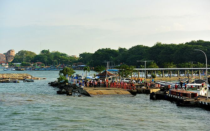 Pelabuhan Pantai Kartini dari atas kapal Siginjai