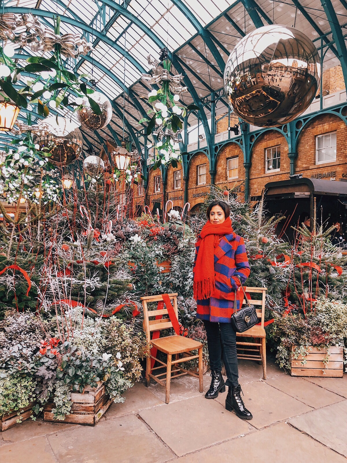 christmas in london, christmas decoration in london, christmas 2018, christmas decoration london 2018, indian blogger, london blogger, covent garden christmas decoration, christmas red, covent garden 2018, covent garden,  london street style, christmas outfit, wear in london during christmas,