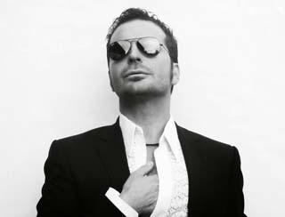 Il cantante John Biancale, voce del progetto