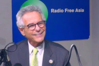 Dân biểu Liên bang Alan Lowenthal trả lời phỏng vấn đài phản động RFA