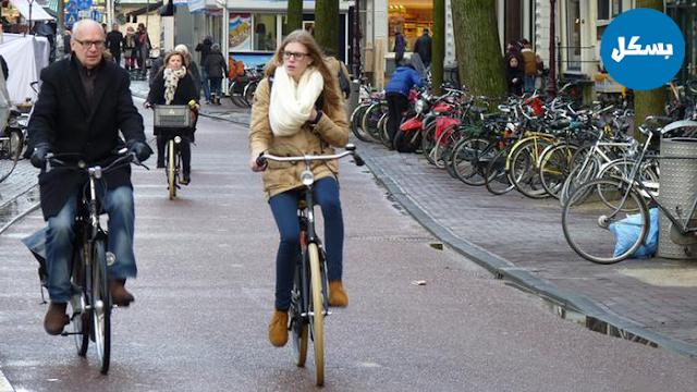 طرق لدراجات الهوائية تنتج الطاقة في هولندا..