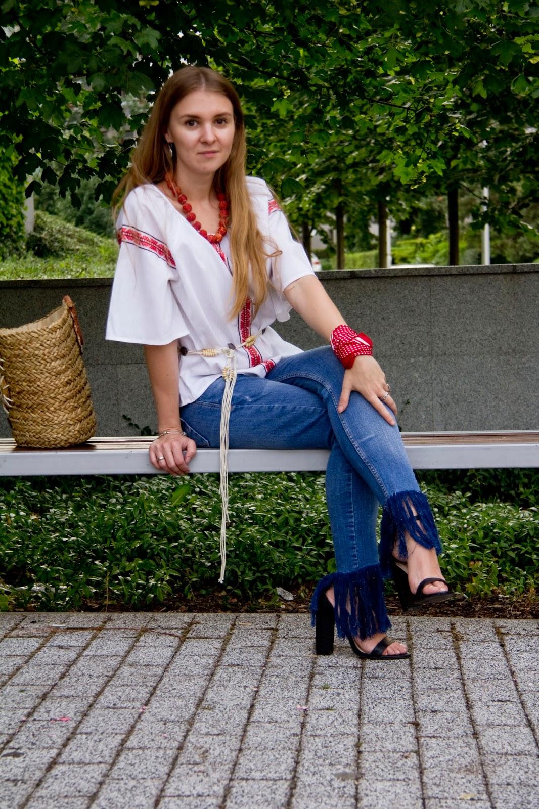 http://valerysdailyinspiration.blogspot.com/2016/07/frayed-jeans-and-vyshyvanka.html