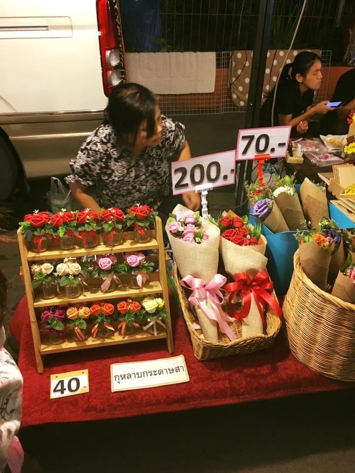 ขายอะไรดีตลาดนัด ขายดอกไม้