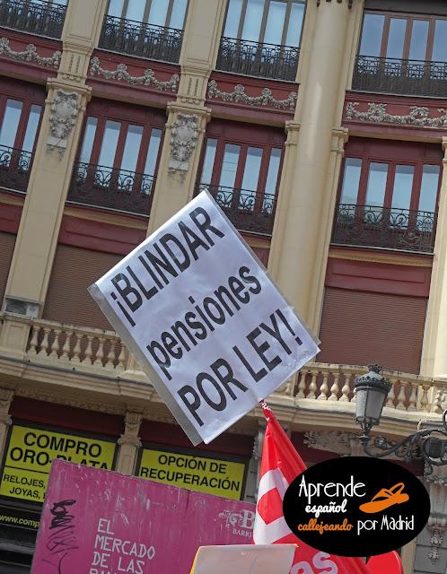 Aprender español callejeando por Madrid: Jubilados jorobados