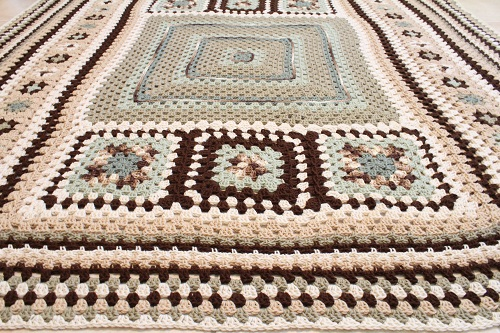 afghan, Big, blanket, Caron One Pound, free, giveaway, granny square, granny stitch, Granny-Spiration Challenge 2017, linkup, pattern, seamless join, stashbuster, Super Saver, surface crochet, Yarn,