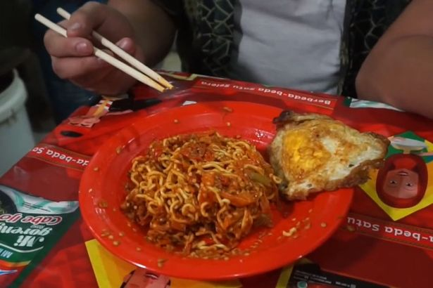 Video : Cef Britain pekak akibat makan 'mi maut'