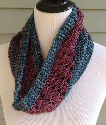 2-color sampler cowl, crochet
