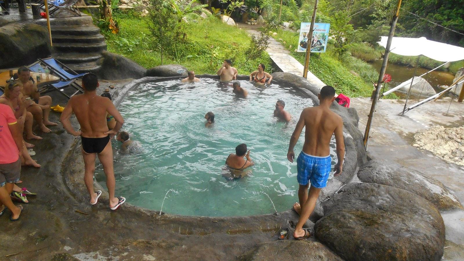 бассейн с горячей водой