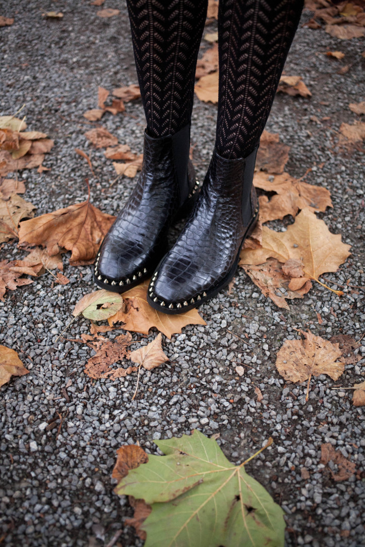crochet tights, studded croc boots