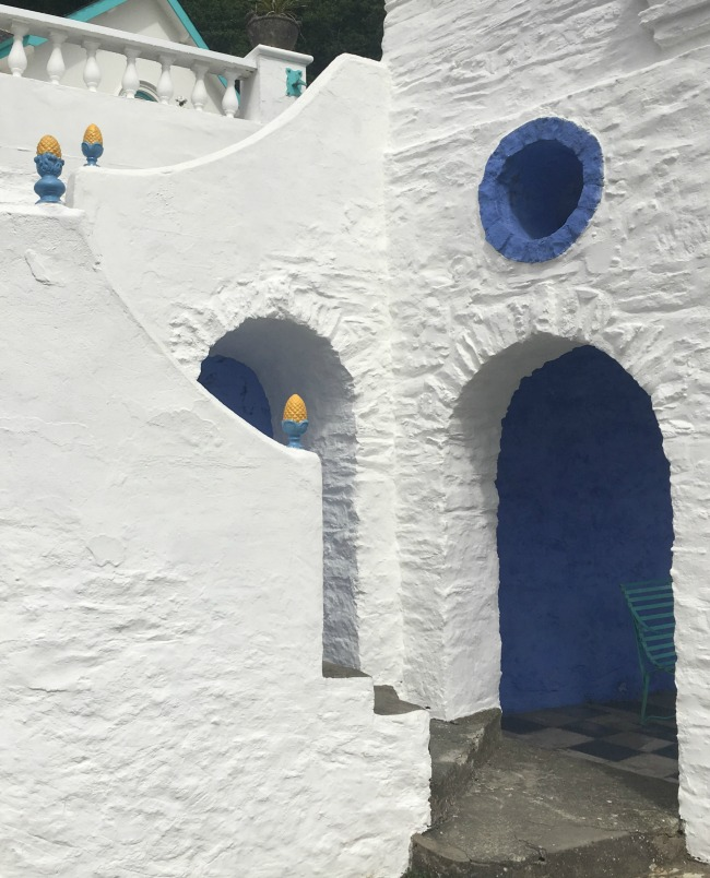 Portmeirion-Wales-white-walls-with-pineapple-finials