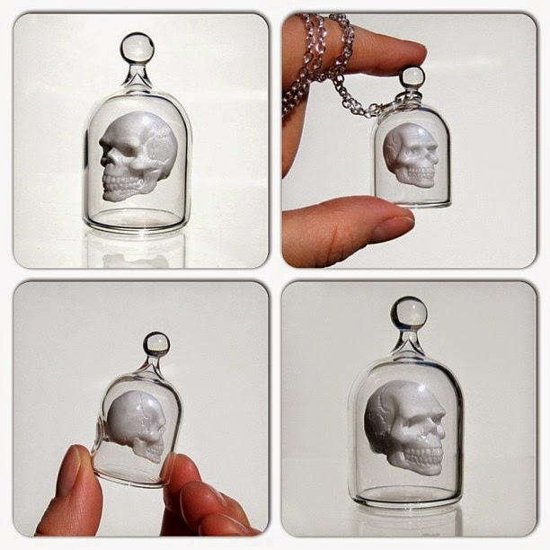24-Skull-Pendant-Kiva-Ford-Scientific-Glassblowing-with-Miniatures-www-designstack-co