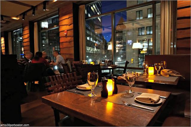 Mesas del Restaurante Post 390 en Boston