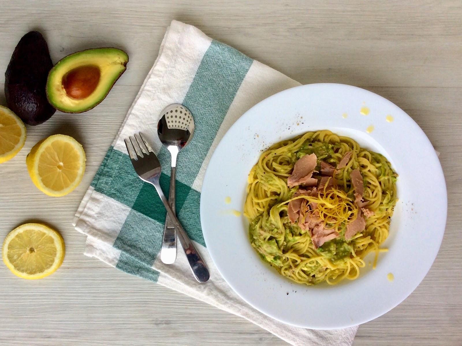 Špagety s tuňákem, avokádem a citrónem