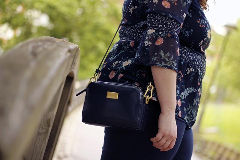 Collage of Style by Almudena Duran - Total look azul marino con camisa de flores VII