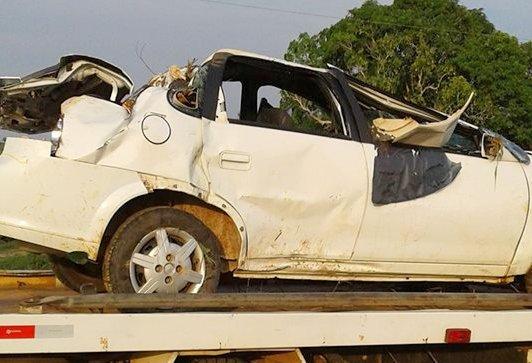 Mulheres ficam feridas após capotamento de veículo na BR 364