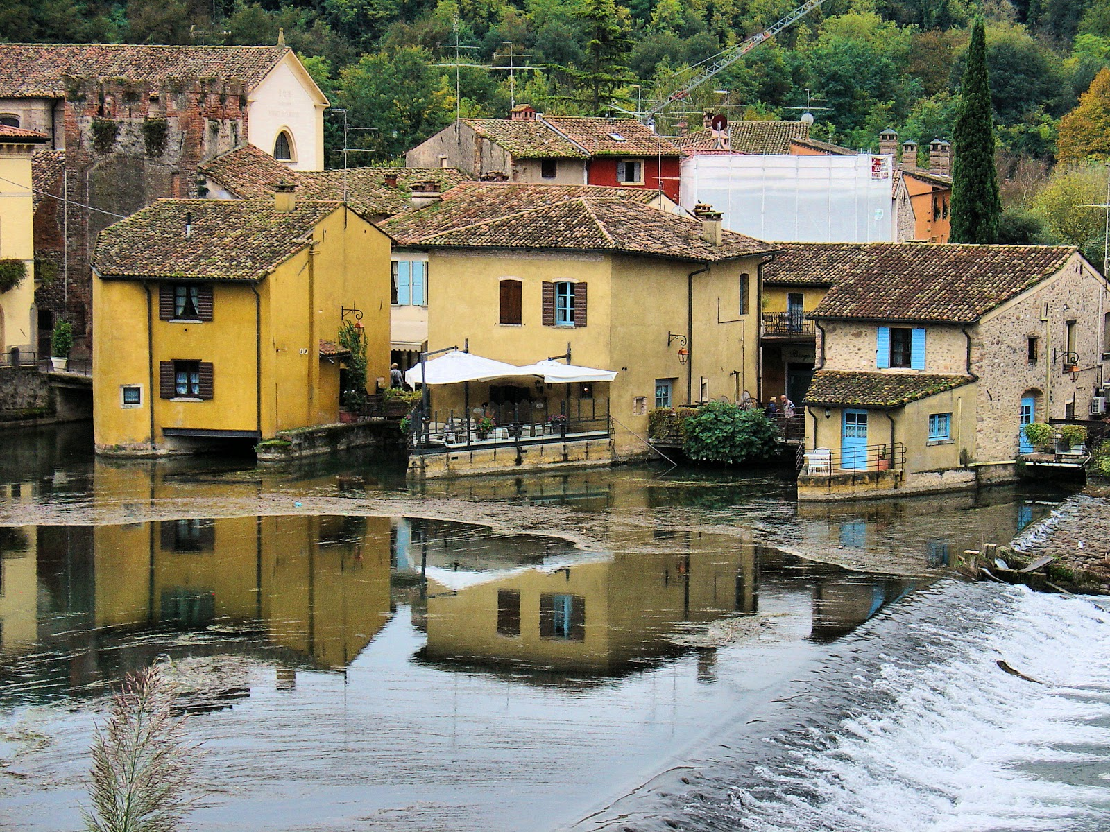 Il Borghetto is a collection of seven suites located on the Mincio River in Borghetto.
