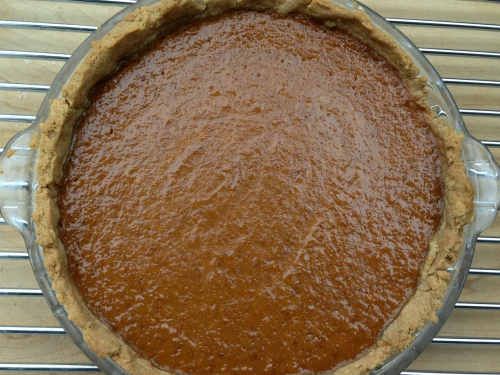 Vegan Pumpkin Pie (gluten-free and food allergy friendly) - www.welcomingkitchen.com