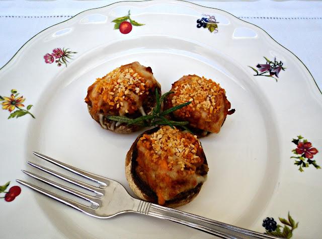 champiñones-rellenos-boloñesa-cerca