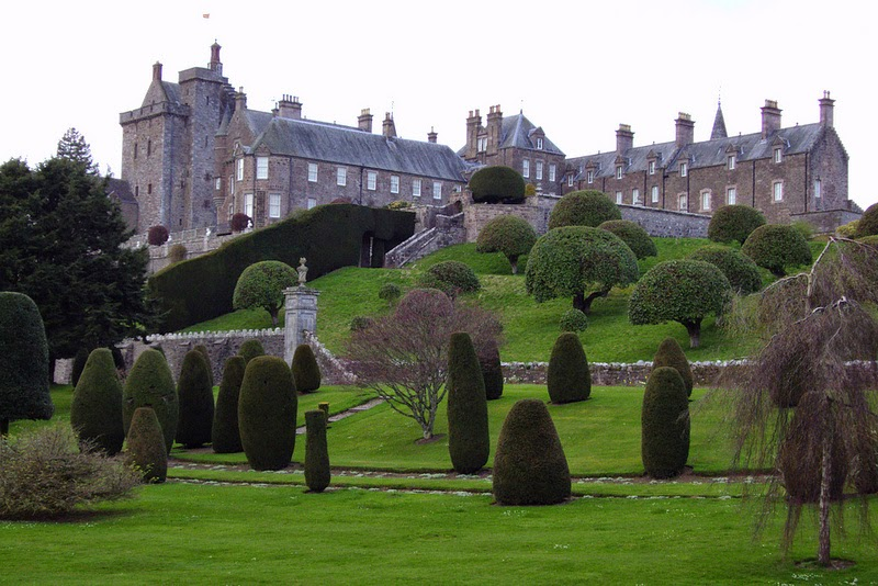 Climbing My Family Tree: Drummond Castle