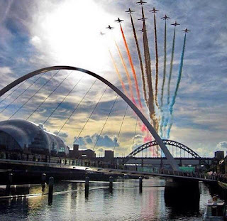 Red Arrows setting smoke off over Newcastle