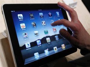 Galih Nell istri terdakwa kasus iPad