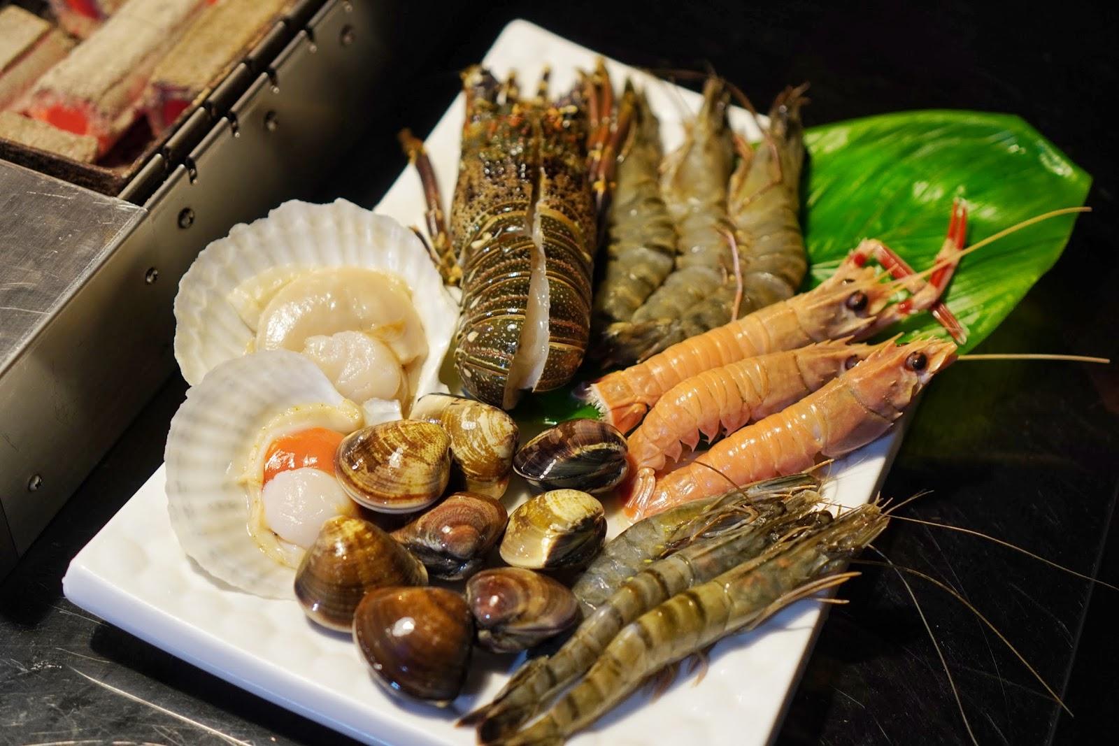 台南安平區美食【請上桌國際港灣】生猛海鮮拼盤