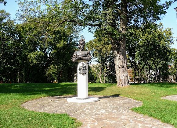 Чернигов. Детинец. Парк. Памятник гетману Ивану Мазепе. 2009 г.